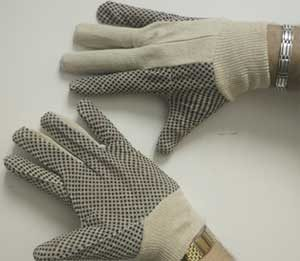 dotted gloves in qatar